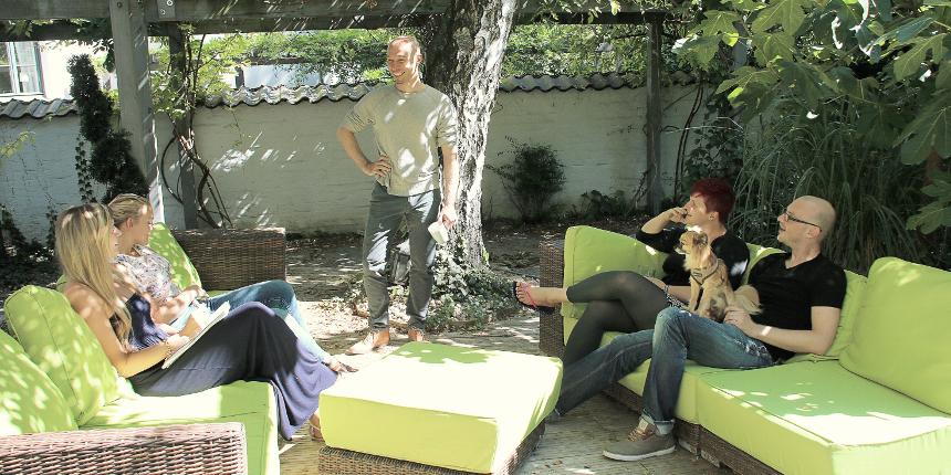 meeting_terrasse_breite_860_nettraders_homepage